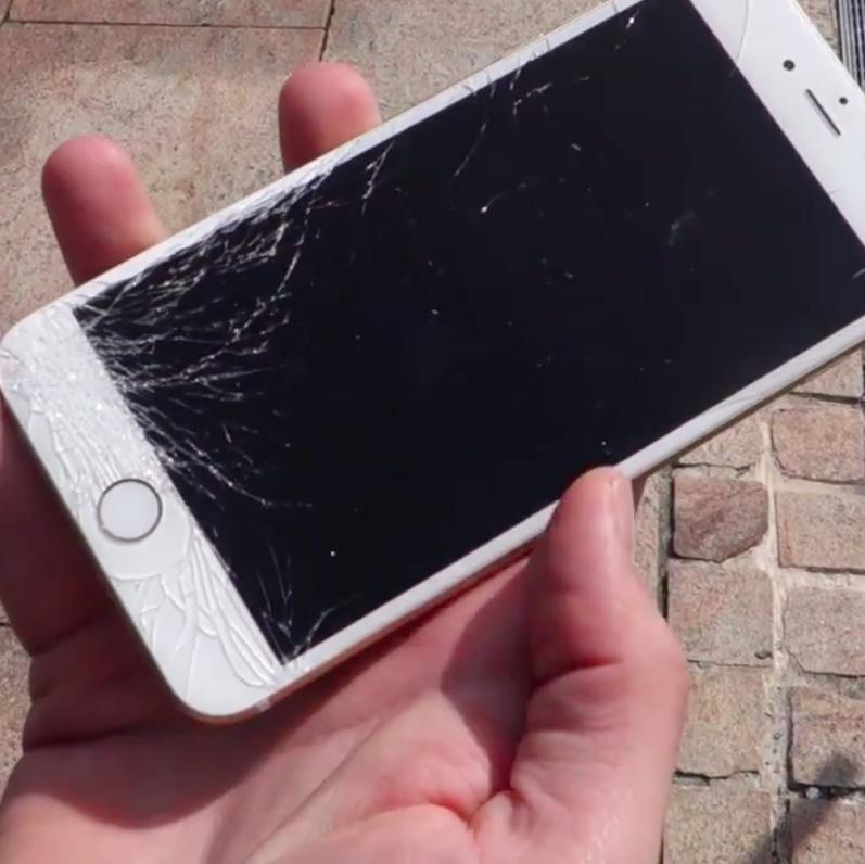 Cel mai rapid mod de a repara un iphone cu display spart 4