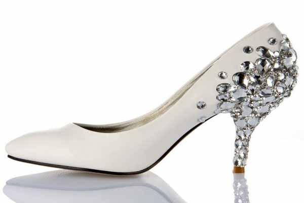Cauti incaltaminte ieftina femei? Viziteaza site-ul ShopAdviser