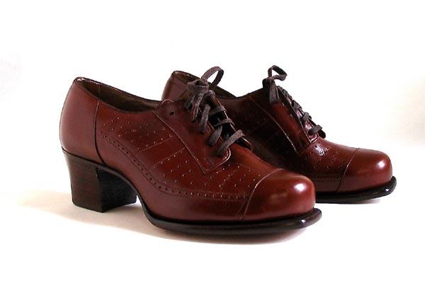 Sute de pantofi oxford dama disponibili online