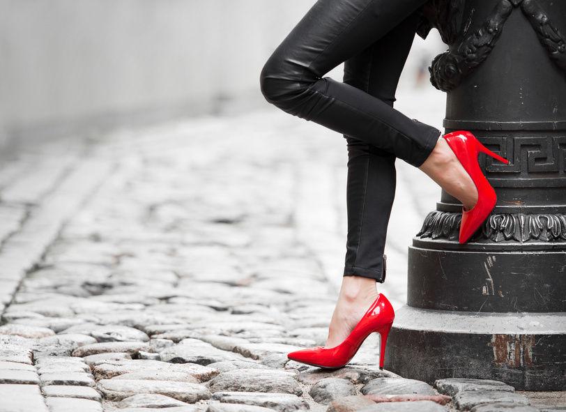 Lista site-uri unde gasiti pantofi stiletto rosii