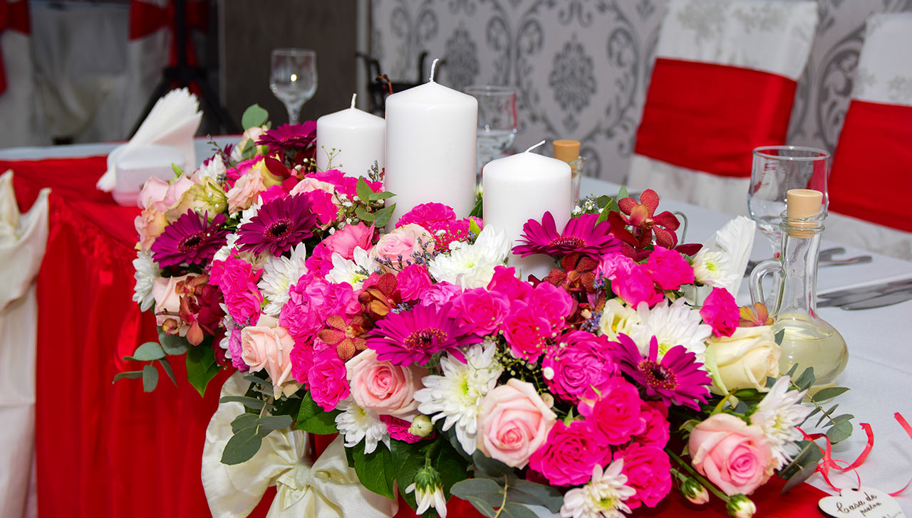 Un prim pas estential pe care trebuie sa-l facem este sa alegem un restaurant nunta Bucuresti special care sa ofere o gama larga de servicii, astfel incat petrecerea organizata sa fie una impresionanta si memorabila atat pentru protagonisti cat si pentru invitati.