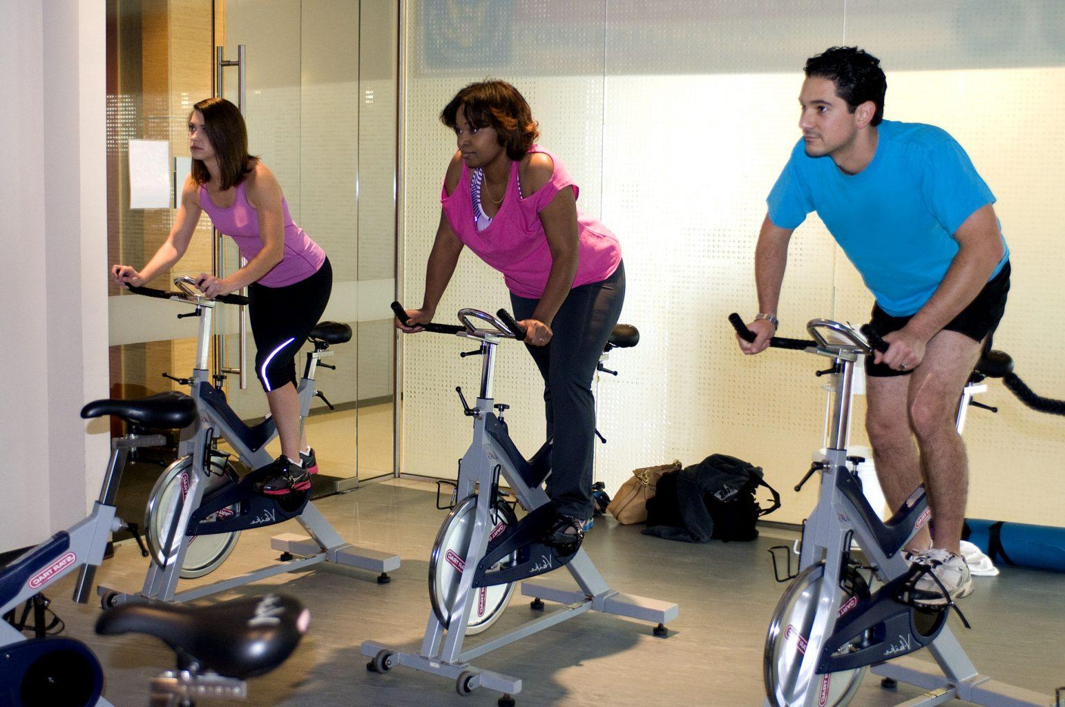 5 beneficii ale unui antrenament HIIT pe bicicleta de fitness   1