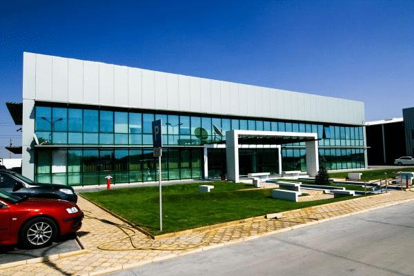 Metal vs beton: de ce sunt construcţiile metalice industriale mai durabile? 1