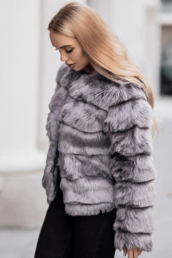 Articolele vestimentare pentru femei, o nisa de business ce continua sa fie prospera – exemplul Clessidra 2