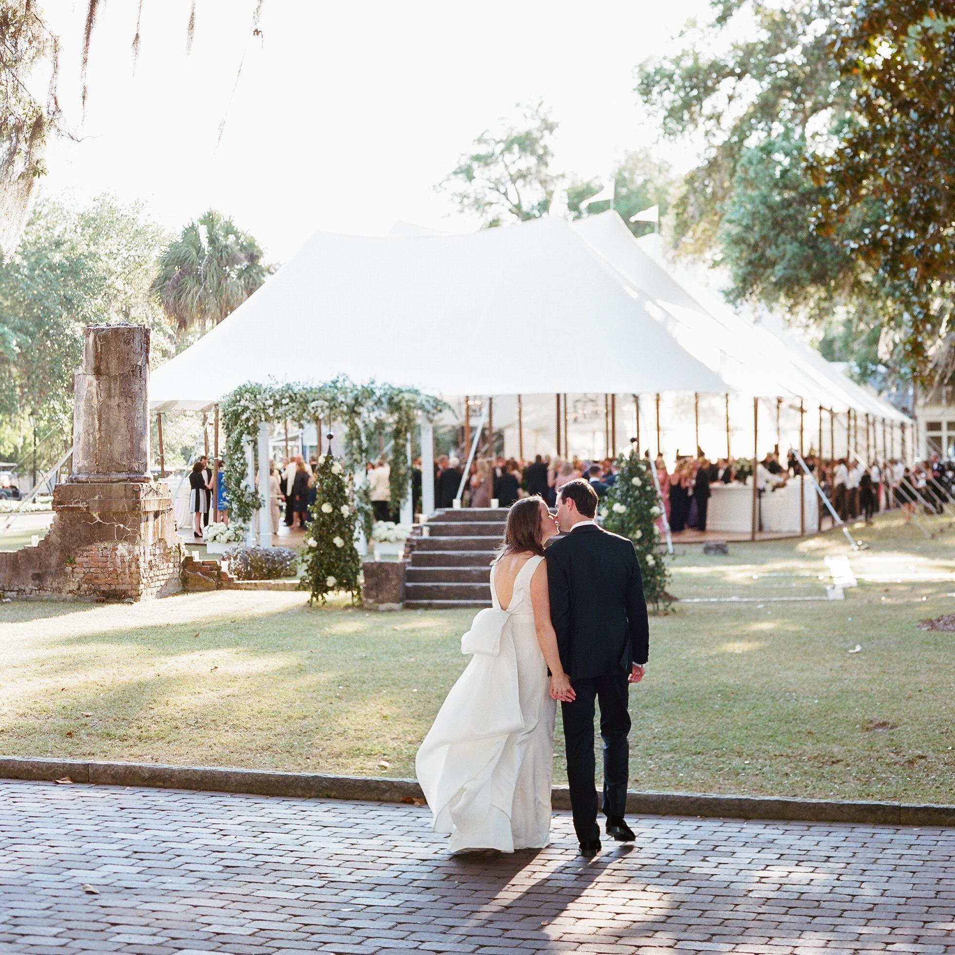 Avantajele lucrarii de izolatie corturi de nunta 1