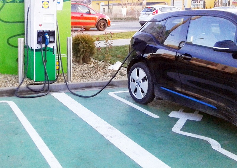Statii de incarcare electrica: de ce sa alegi masini moderne, electrice? 1